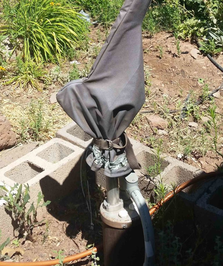 Simple Pump Customer Installation Deep Well Hand Pump with Cover